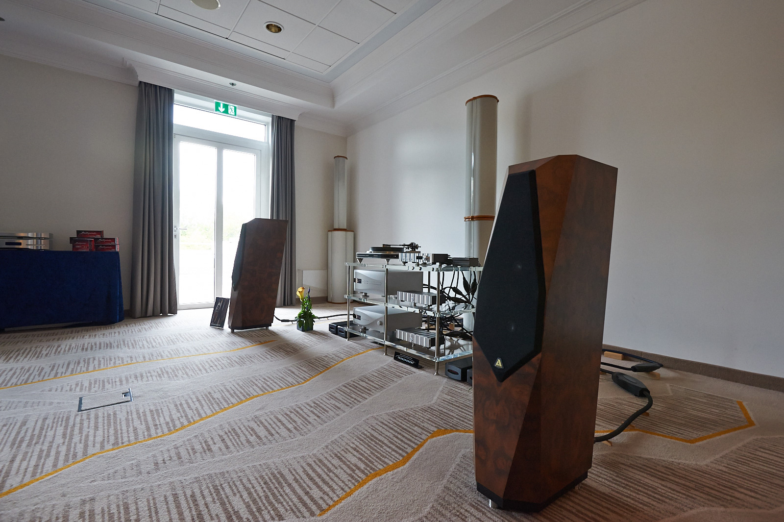 hifideluxe Messe München 2014: Avalon Transcendent - Spiral Groove SG1.1 - My Sonic Lab The Eminent GL - dCS Vivaldi VTT + Vivaldi DAC - Jeff Rowland Capri S2 + M125 - Stillpoints + Transparent Zubehör